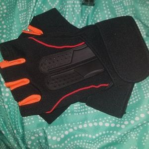 Accessories - Weight lifting gloves